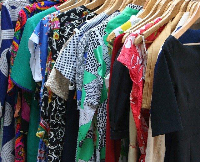 Sukienki w sklepie