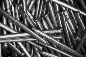 Metalowe nity